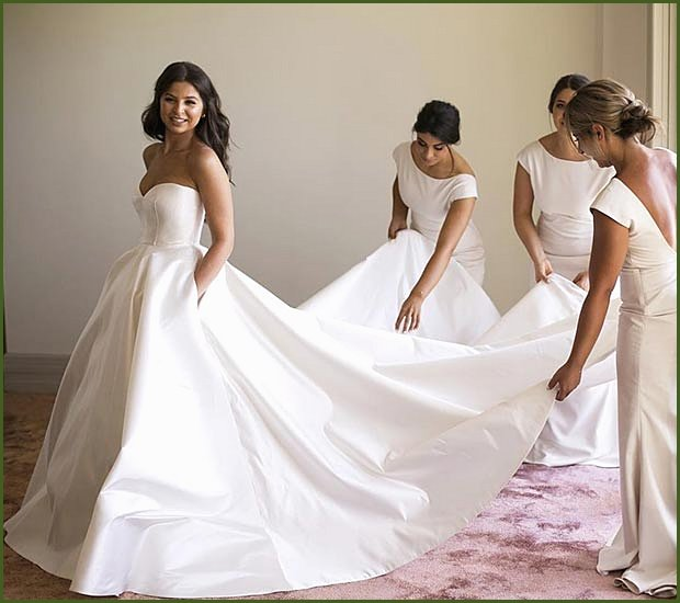 Simple and Elegant Ball Gown Wedding Dress