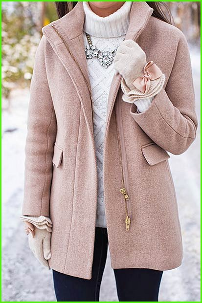Cute and Simple Christmas Outfit Idea