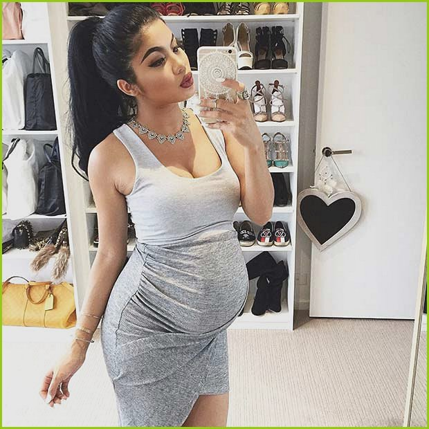 Cute Work Pregnancy Outfit for Summer