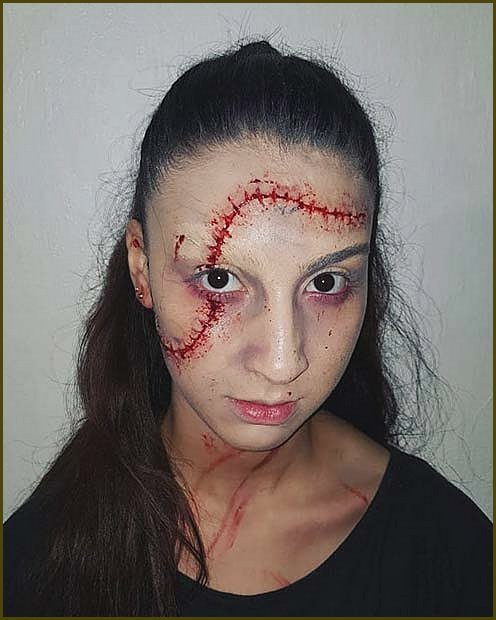 Simple and Creepy Halloween Makeup Idea