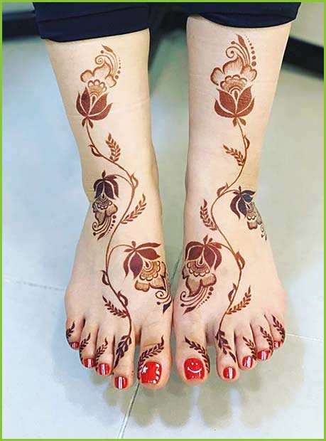 Floral Henna on the Feet and Legs